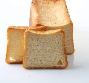 Le pain briocher - Farine de froment L'Etoile du Berger CRC© Label Rouge et levain au lait frais Maison. Découvrez cette fraîcheur presque vanillée apportée par les arômes lactiques.